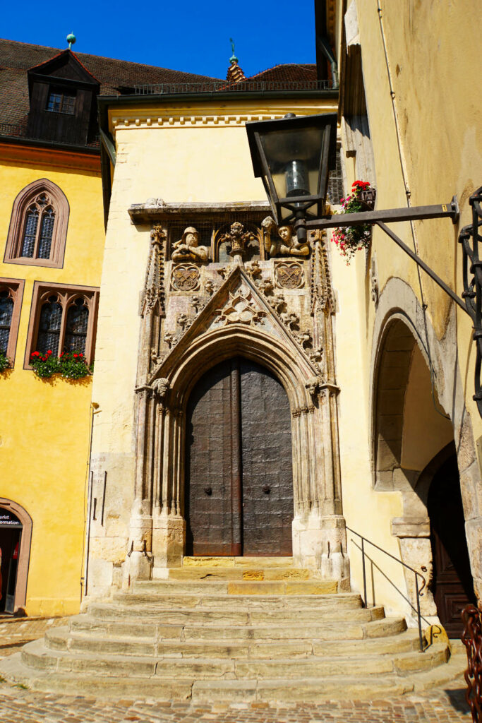 Eingang zum Alten Rathaus von Regensburg