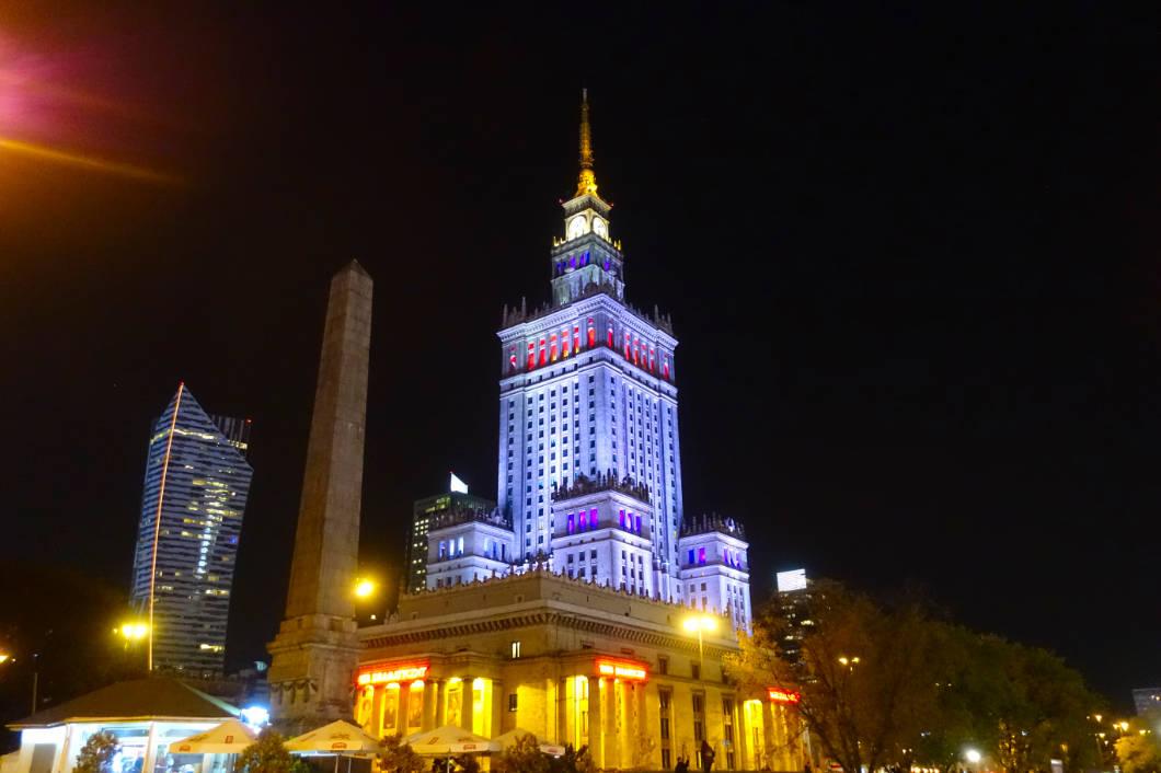 Warschauer Kulturpalast nachts