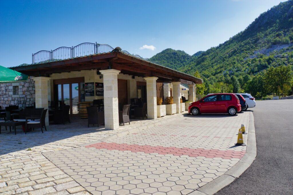 Parkplatz vor Lipa-Cave