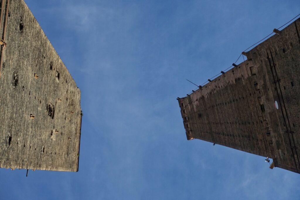 Türme in Bologna von unten