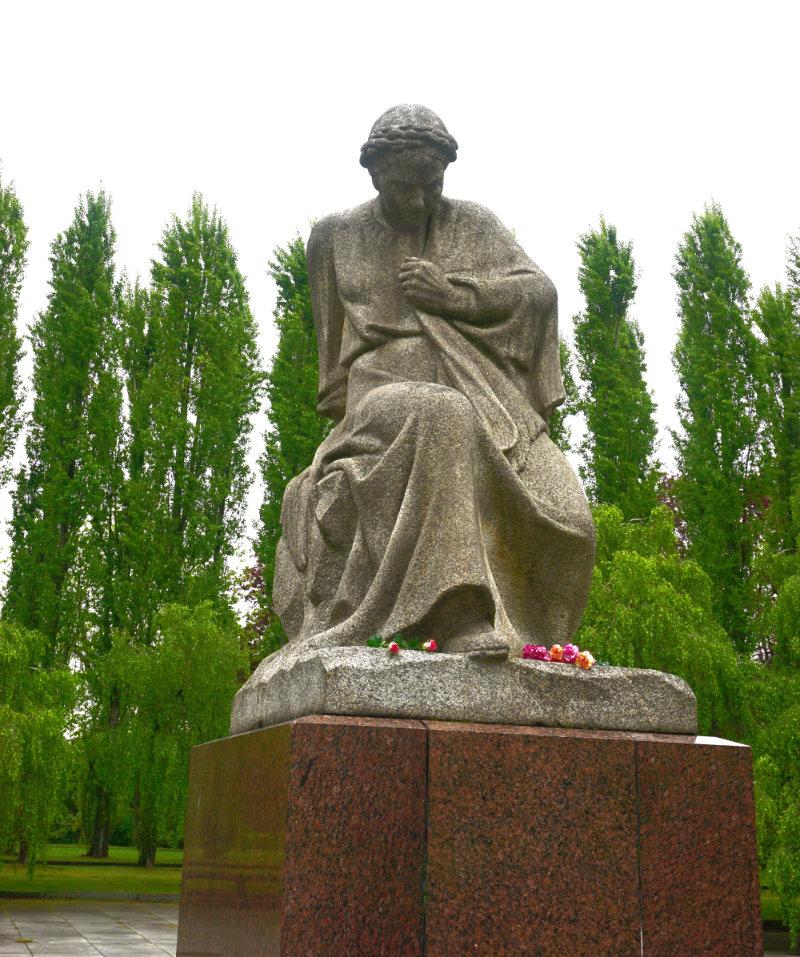 skulptur Mutter Heimat