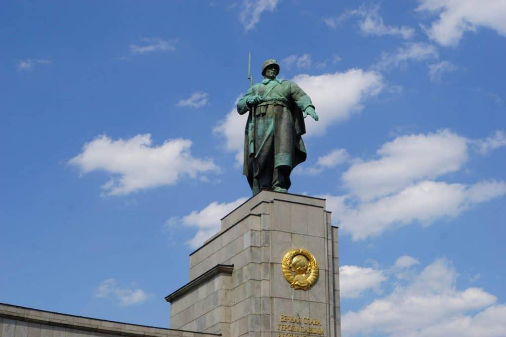 Statue auf dem Denkmal am 17.Juni