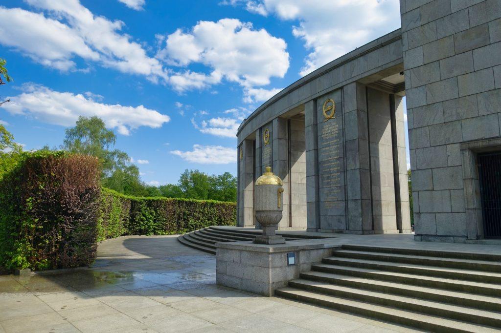 Sowjetische Ehrenmal im Tiergarten Rückseite