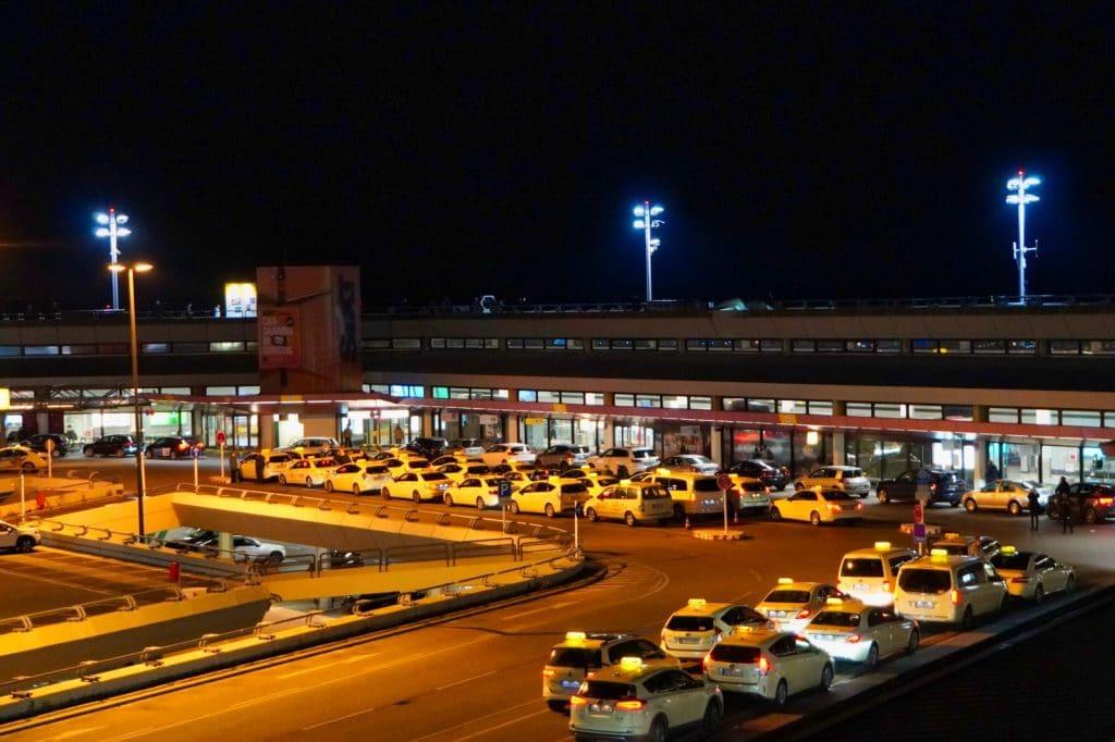 Flughafen Tegel abends