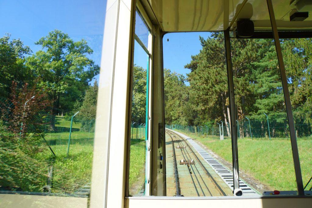 Fahrt mit der Petřín-Standseilbahn
