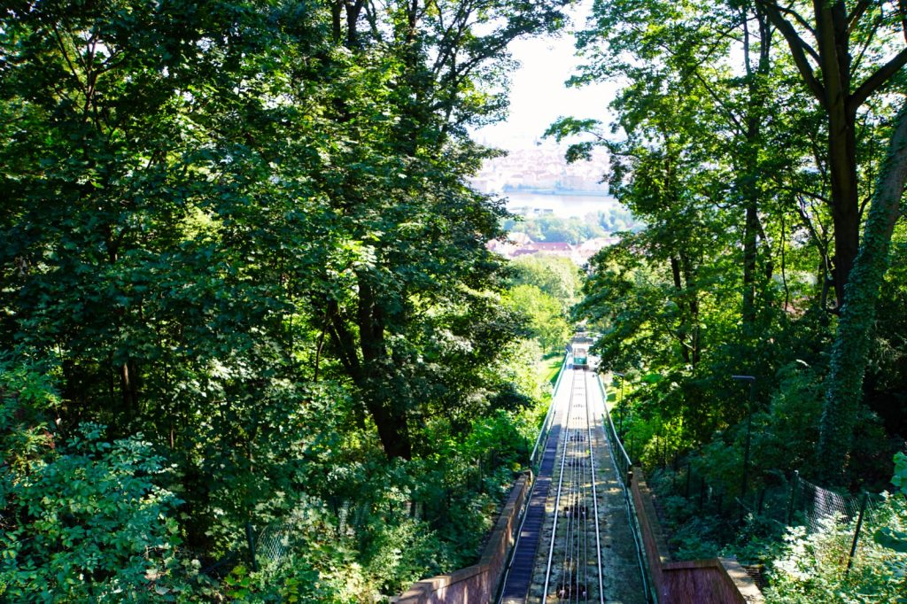 Strecke der Seilbahn Petřín