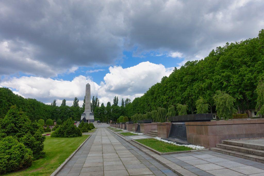 Gräber am Sowjetischen Ehrenmal in der Schönholzer Heide