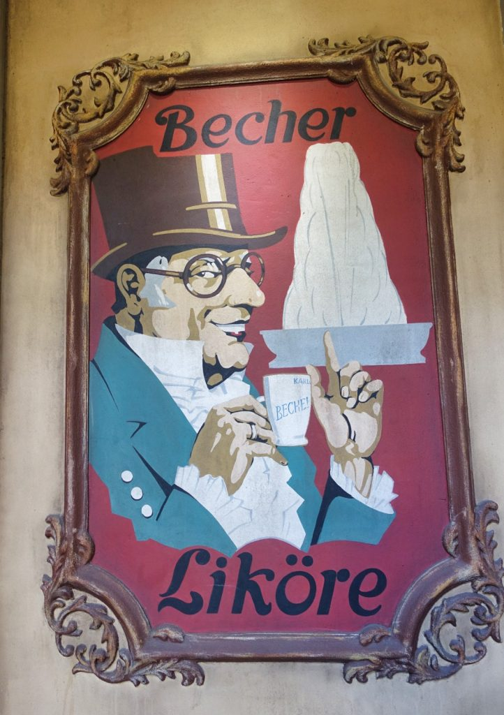 alte Werbetafeln am Becherplatz