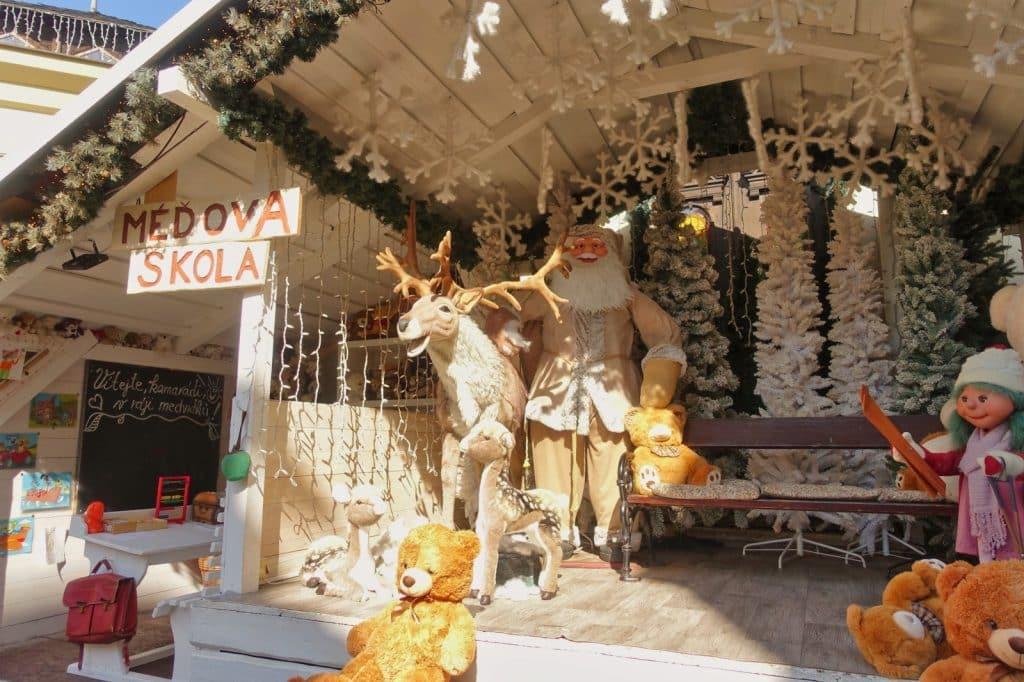 Weihnachtsmann und Rentier in Karlsbad
