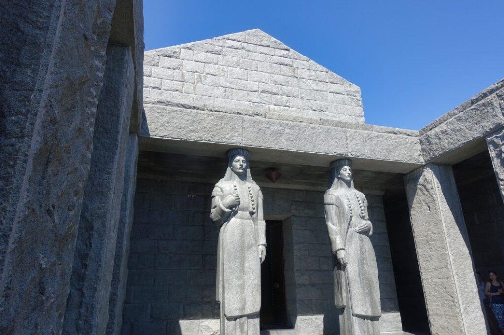 Figuren im Mausoleum