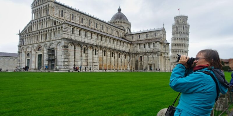Von Ort zu Ort reisen unterwegs in Pisa