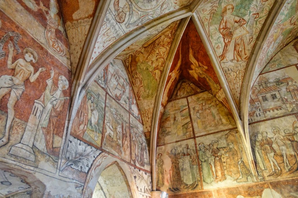 Wandmalereien in einer Kapelle