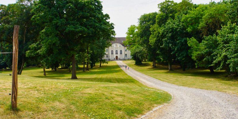 Weg zum Schloss Zinzow