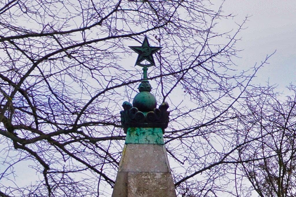 Stern auf dem Denkmal