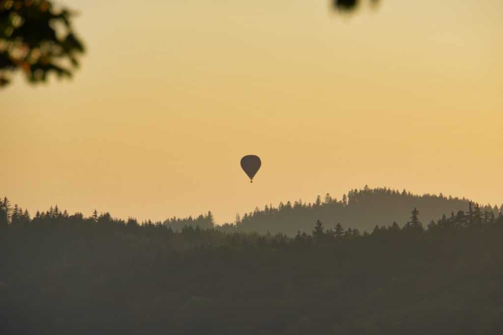 Heißluftballon über dem Böhmerwald