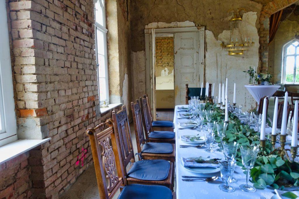 festlich gedeckter Tisch im Herrenhaus