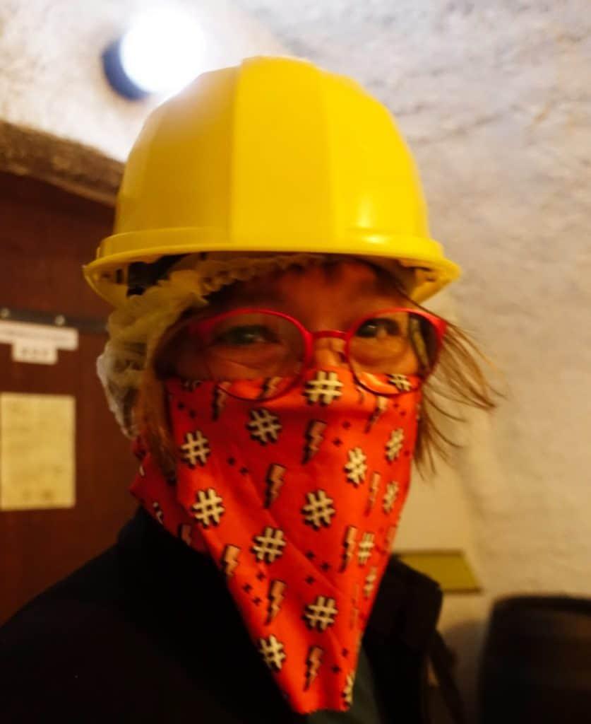 Susanne auf dem weg in den Untergrund von Pilsen